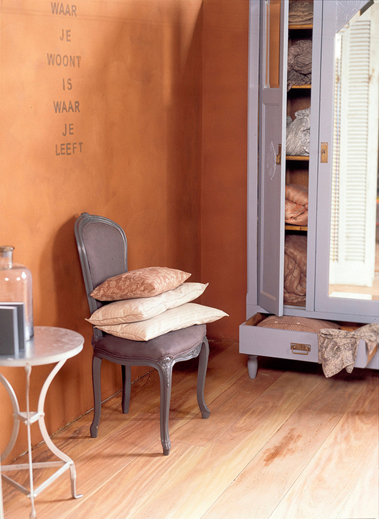 clay plaster lifestyle in the sleeping room